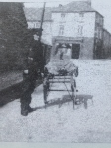 Micky Healy with his handcart in Maiden Street in 1936