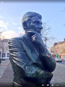Statue of Michael Hartnett in The Square