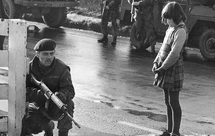 MI-northern-ireland-troubles-soldier-girl